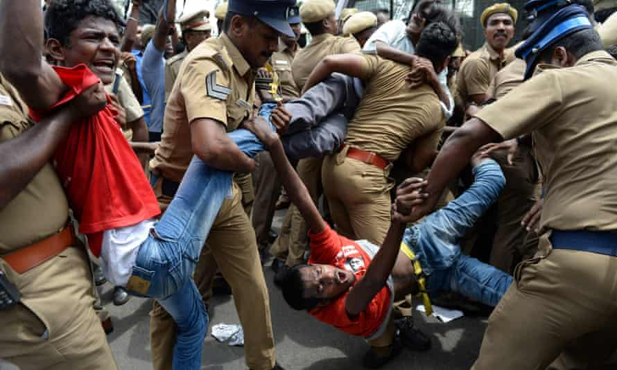 Indian police remove protesters in Chennai