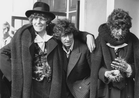Tom Baker with his two Doctor waxworks in 1980