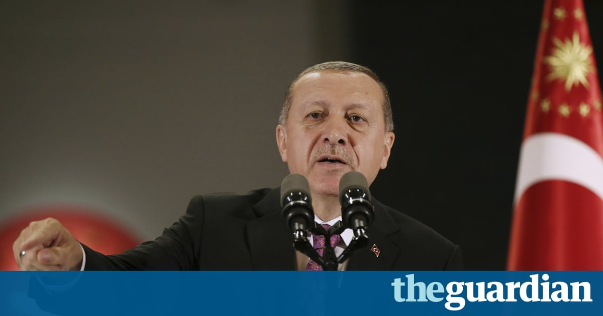 Turkish schools to stop teaching evolution, official says