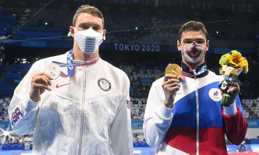 Ryan Murphy, silver medallist in the men's 200m backstroke, with the ROC's Evgeny Rylov who took gold
