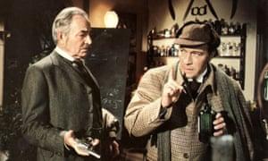 Plummer, a la derecha, como Sherlock Holmes con James Mason como Watson en Murder By Decree.