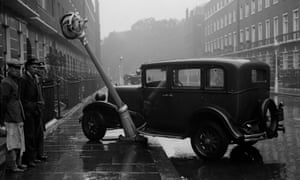A motor car which has crashed into a lamppost, 1930.