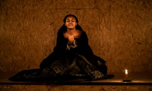 Nina Cassells as the young Elizabeth I in Swive at the Sam Wanamaker Playhouse.
