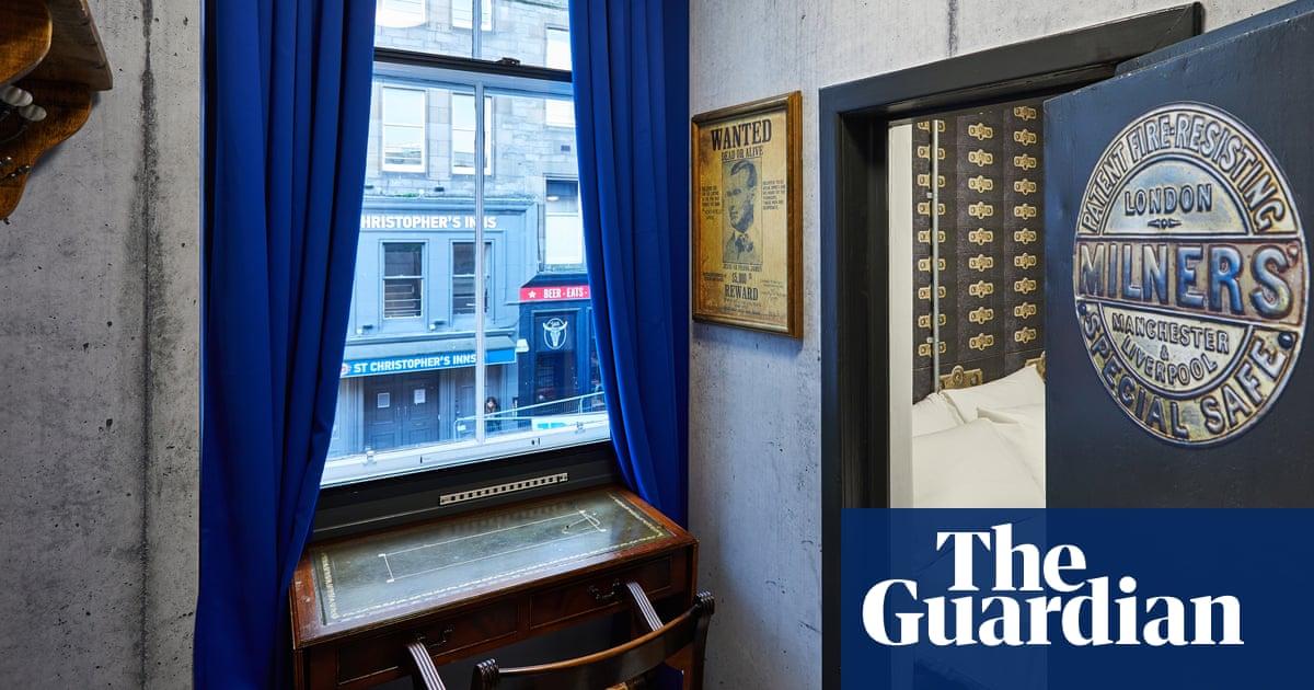 Travel Tourism: Enter the Vault: the 'secret' room at Edinburgh's new hostel  Ho
