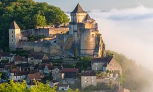 Mist below Château de Castelnaud in the Dordogne.