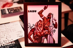 A signed photo from the Super Genie.