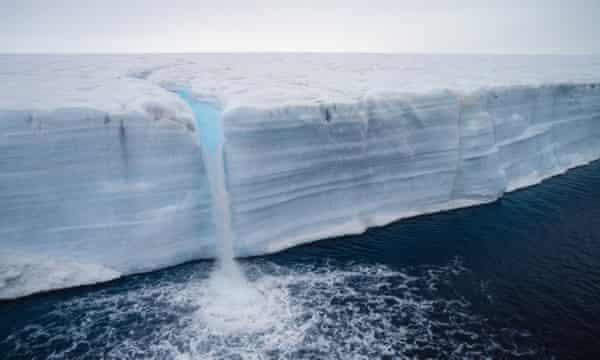 Un glaciar que se derrite en el archipiélago de Svalbard.