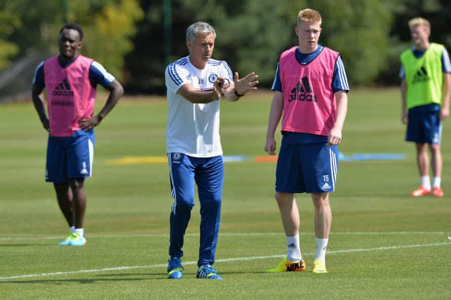 José Mourinho tries to get his point across to Kevin De Bruyne in 2013 six months before selling him to Wolfsburg.