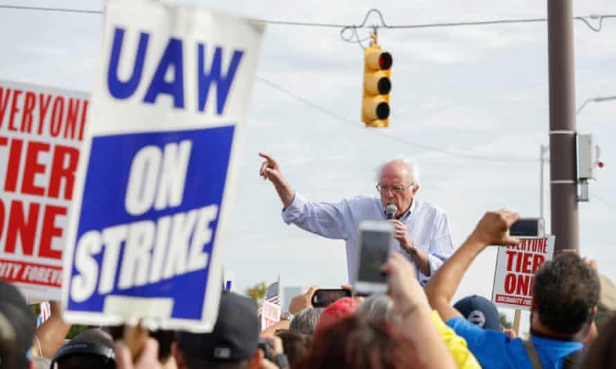 Bernie Sanders visitando a los miembros del sindicato United Auto Workers en huelga en Detroit en septiembre de 2019.