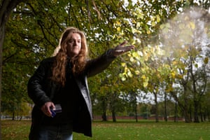 Tony Starr spreads his brother's ashes on Glasgow Green where Mark died.