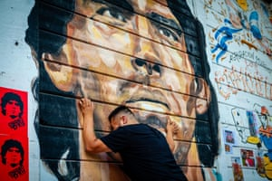 People pay tribute to Maradona in Buenos Aires