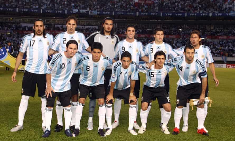 The Argentina team in 2009. Back row: Jonás Gutiérrez, Rolando Schiavi, Sergio Romero, Gonzalo Higuaín, Nicolás Otamendi, Gabriel Heinze. Front row: Lionel Messi, Enzo Pérez, Ángel Di María, Pablo Aimar, Javier Mascherano.