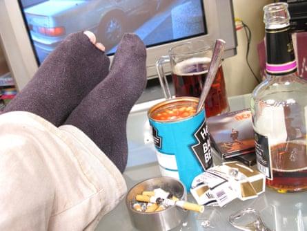 Slob puts feet up on table