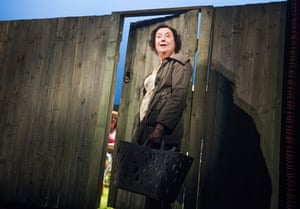 2016. Linda Bassett (Mrs Jarrett) in Escaped Alone by Caryl Churchill @ Royal Court, Jerwood Theatre Downstairs. Directed by James Macdonald. (Opening 28-01-16)