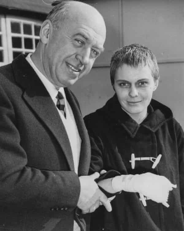 Otto Preminger and Jean Seberg, sporting an injury during the filming of Saint Joan, in 1957.