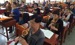 Students study the flute at the University of the Aged in Rudong