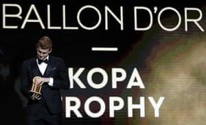 Matthijs de Ligt wins the Kopa Trophy.