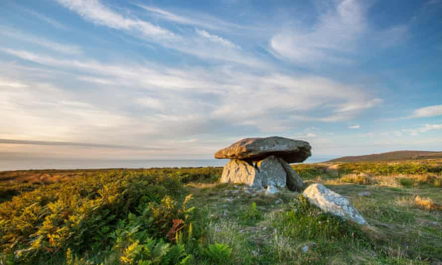 Chun Quoit, neolithic burial mound on the Tinner's Way