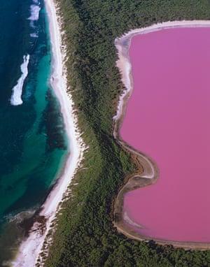 Aan aerial photo of Lake Hillier