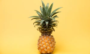 Pineapple pulling – how a new way of eating the fruit became