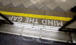 Mind the gap sign on London Underground platform.