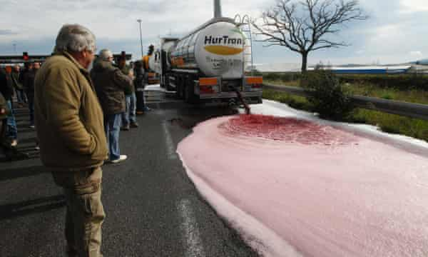 French winemakers empty a Spanish truck's tanker on April 4, 2016 in Le Boulon, ten kilometers from the French-Spanish border