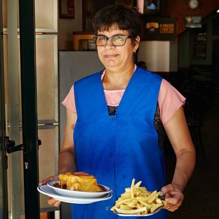 A francesinha and french fries at the Cantarinha Café