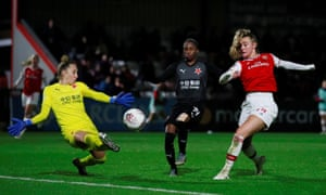 Arsenal in action against Slavia Prague in this season's Champions League, with Jill Roord frustrated on this occasion.