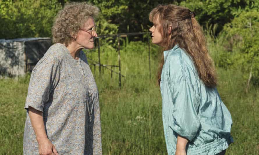 Glenn Close and Amy Adams in Hillbilly Elegy