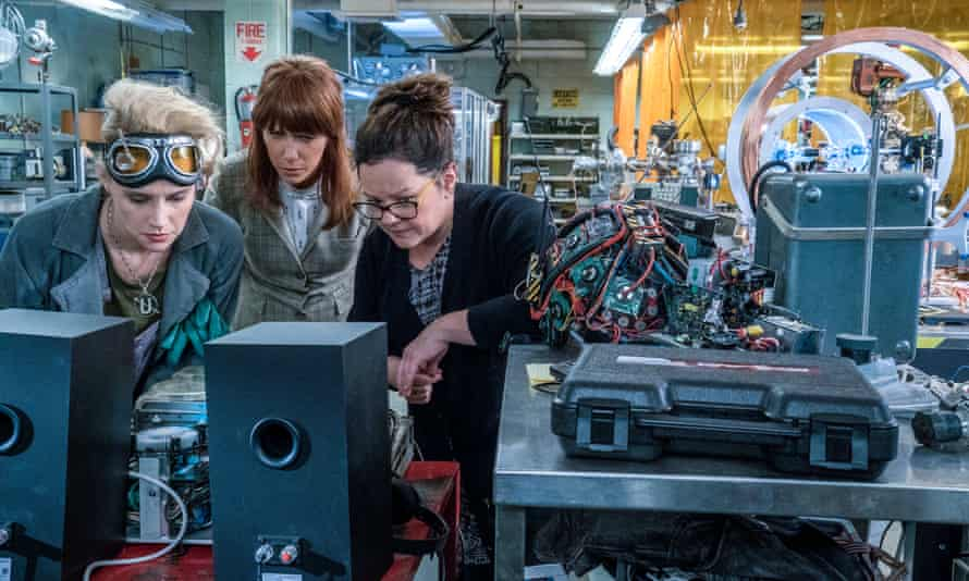 Erin (Kristen Wiig) comes to talk to Abby (Melissa McCarthy) and Holtzmann (Kate McKinnon) at the Paranormal Studies Lab in Ghostbusters.