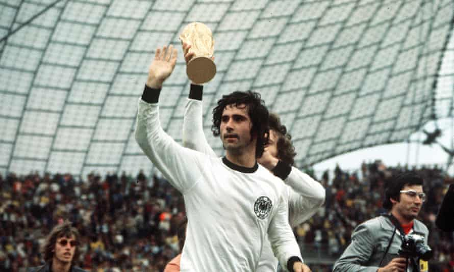 1974 World Cup Final. Munich, West Germany. 7th July, 1974. West Germany 2 v Holland 1. West Germany's Gerd Muller, scorer of the winning goal, waves to the crowd as the team parade the trophy on a lap of honour after the match.