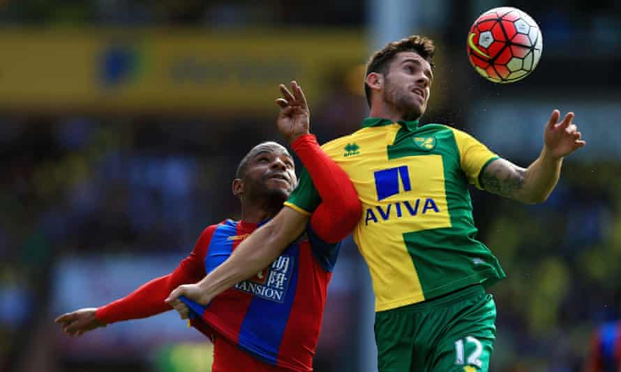 Robbie Brady gets the better of Jason Puncheon as Norwich City take on Crystal Palace at Carrow Road.