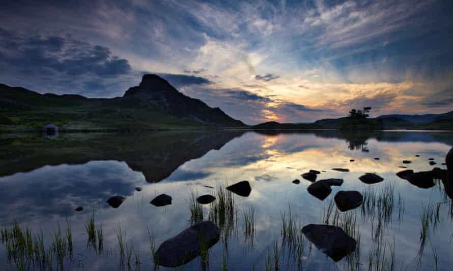 Llynnau Cregennen at dawn, beneath Cadair Idris, Snowdonia, WalesC4G32X Llynnau Cregennen at dawn, beneath Cadair Idris, Snowdonia, Wales