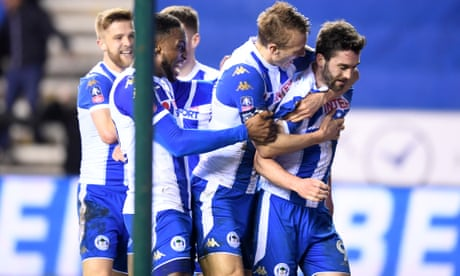 Will Grigg stuns 10-man Manchester City to put Wigan in quarter-finals