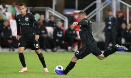 Wayne Rooney prepares to take the free-kick that sealed Wednesday's game against Toronto
