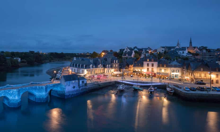 Pont Neuf and the Port de St Goustan at night, Auray