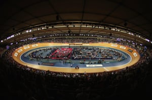 6,000 fans packed into the Velodrome to watch the feat.