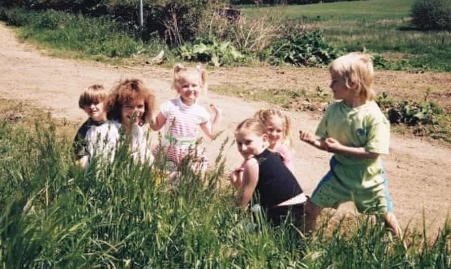Rossalyn Warren (second right, behind her sister) with her siblings and mother.