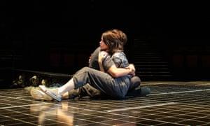 Claire Foy y Matt Smith en una producción pulmonar de 2019 en Old Vic.