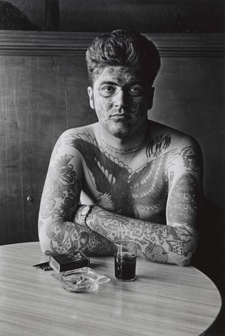 diane arbus: Jack Dracula at a bar, New London, Conn. 1961