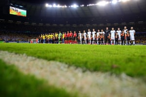 The teams line up fot the semi-final.