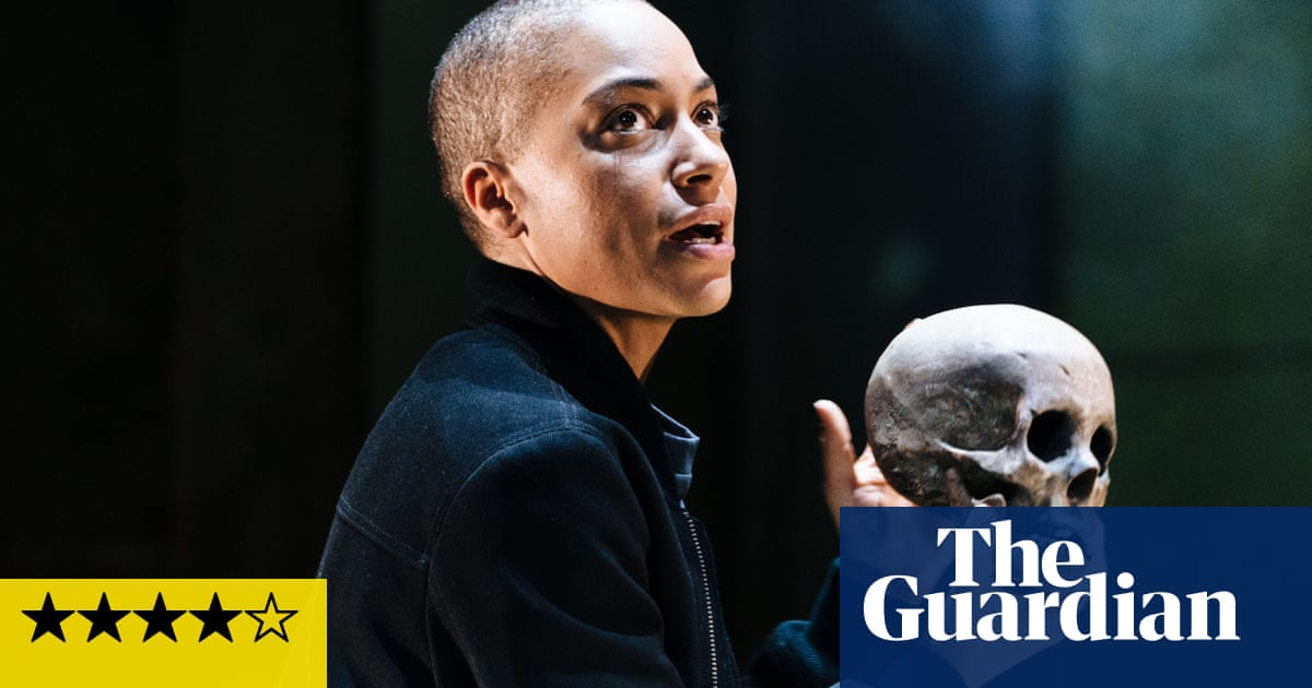 Hamlet review – Cush Jumbo is a remarkable prince