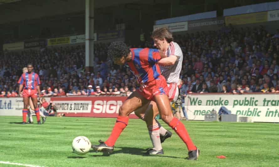 Crystal Palace defender Richard Shaw snuffs out a threatening run by Peter Beardsley.