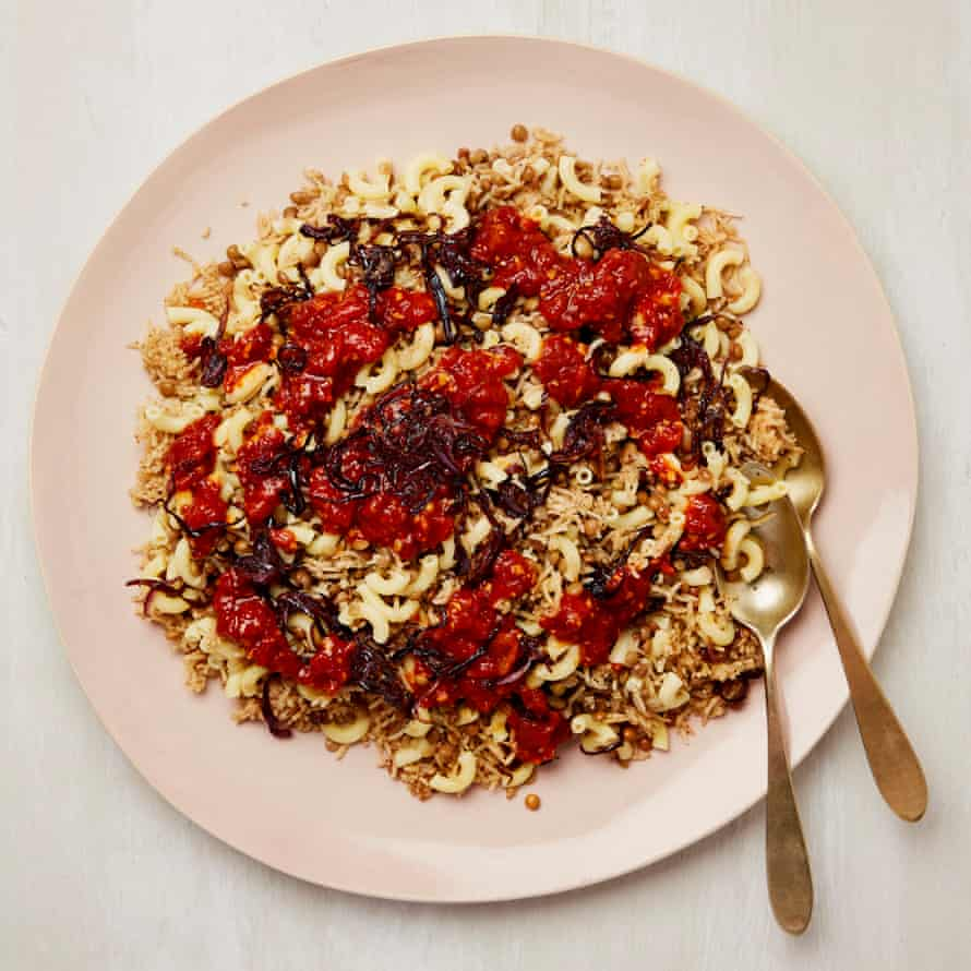 Egyptian rice with lentils, tomato sauce and onion (Koshari)
