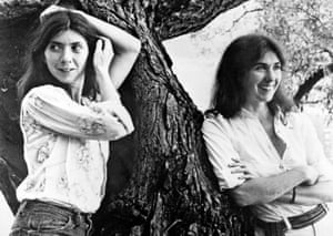 Sisters Kate (right) and Anna McGarrigle in a photo dated circa 1975. Kate is the mother of singers Rufus and Martha Wainwright.