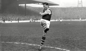 Jimmy McIlroy playing for Burnley against Blackburn Rovers, 1958.