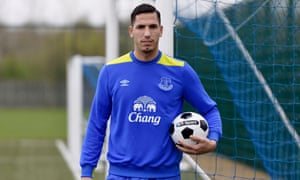 Joel Robles has regained the No1 spot at Everton from Maarten Stekelenburg.