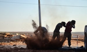 Free Syrian Army fighters attack Isis positions in Aleppo on Thursday
