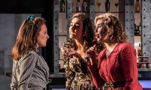 Zoe Drummond (Despina, Carmen Artaza (Dorabella) and Alexandra Lowe (Fiordiligi).