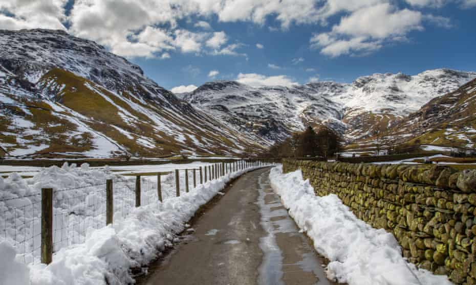 snowy lane towards Bowfell and Crinkle Crags